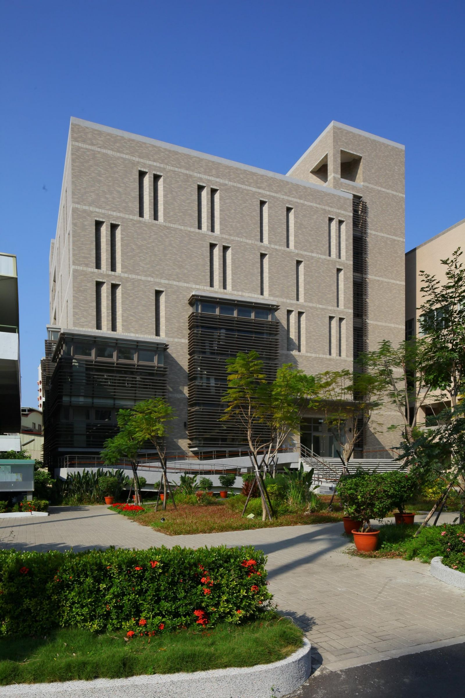 Library and information building of tainan nursing school